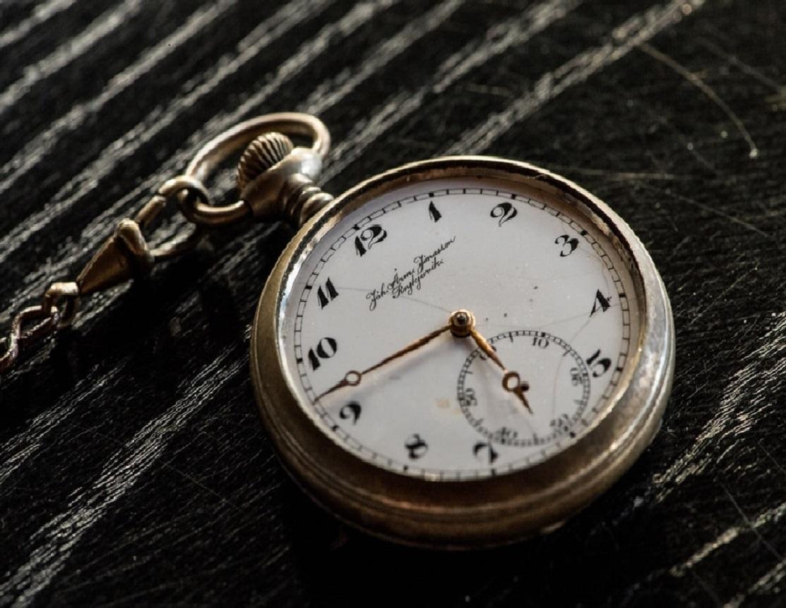 Historia zegarków – kiedy powstały i jak wyglądał pierwszy zegarek